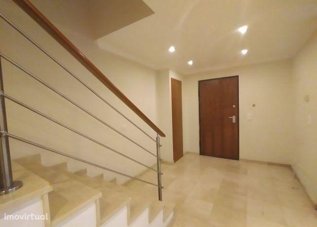 Moradia T4 - Condominio com Piscina