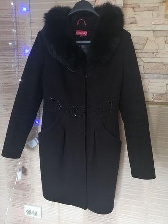 Пальто зимнее  46 р.