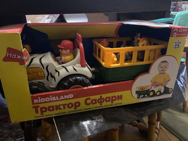Игровой набор Kiddieland Трактор Сафари на колесах на русском со свето