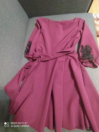 Плаття жіноче бордо