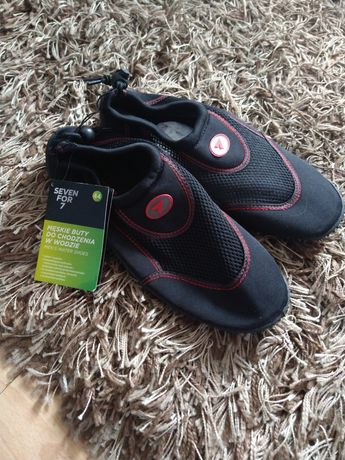 Nowe buty do chodzenia w wodzie