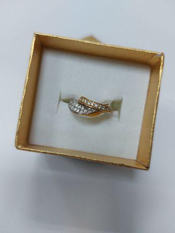 Złoty pierścionek w białym i żółtym złocie z cyrkoniami