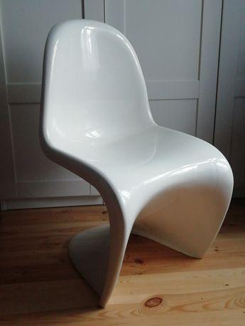 Oryginalne krzesło z tworzywa, Panton Chair