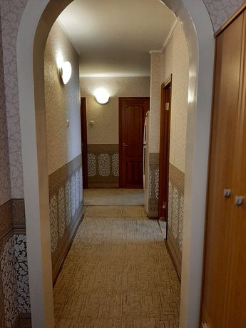 Продам 3-х комнатную, Украинская 37