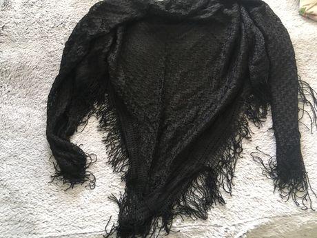 Czarna koronkowa chusta