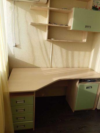 продам стол, полку и шкаф в детскую.