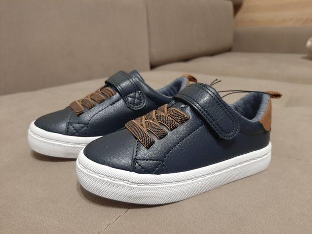 Кеди сині фірми H&M(кросівки) з білою підошвою. Розмір 25