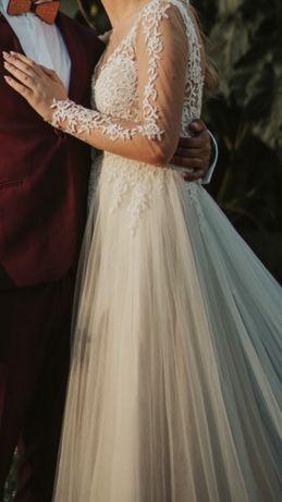 Suknia ślubna STELLA YORK koronkowa gole plecy rozcięcie długi rękaw