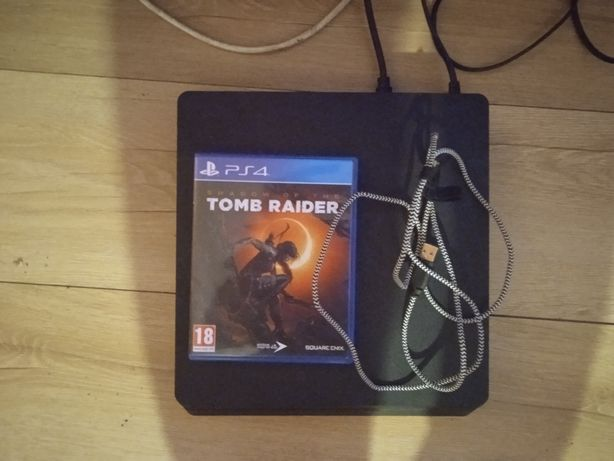 Sprzedam konsole PS4 slim 500 GB plus gry!