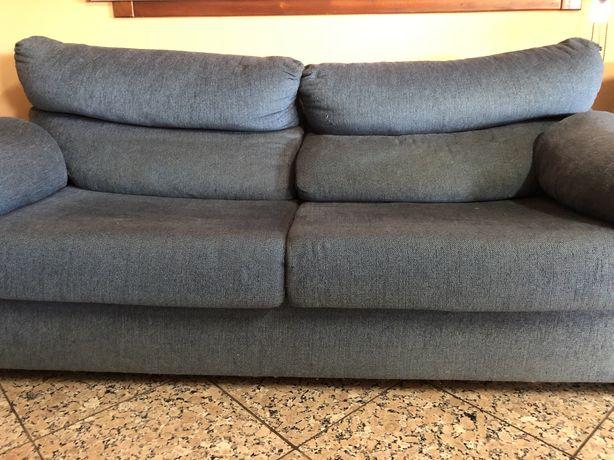 Sofá azul usado em bom estado