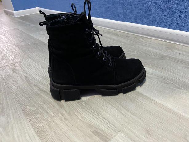 Продам модные ботинки