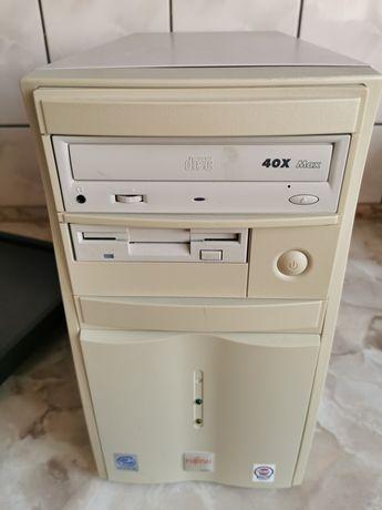 Retro komputer PC Pentium III Windows 98