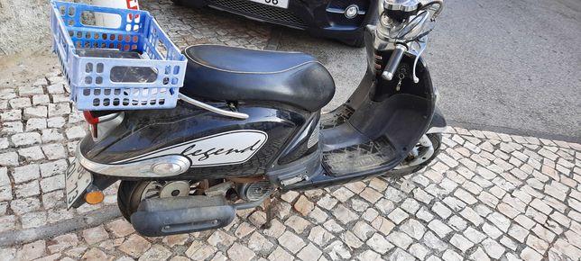 Scooter 125 em bom estado