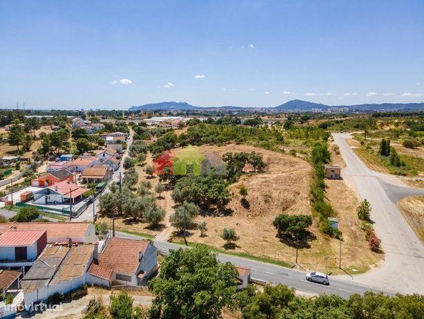 Terreno com 10325 m2 para 22 lotes para construção de moradias unifami
