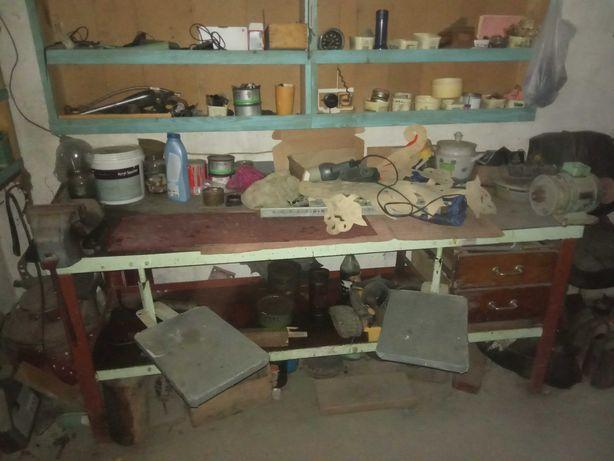 Стіл для гаража металевий з відкидними стільцями. Та 3 шухлядами