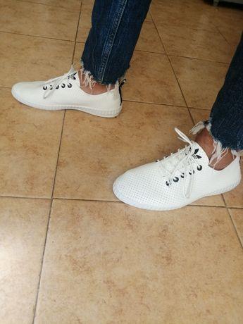 Ténis brancos adidas novos