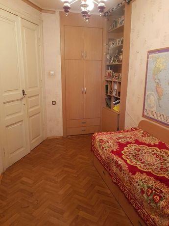 2 комнатная квартира на Мариинской, средний этаж.