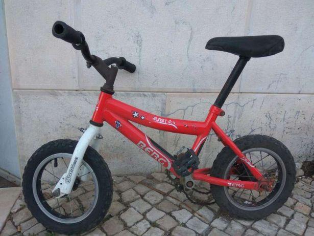Bicicleta pequena de marca Berg (para reparação, peças ou decoração)