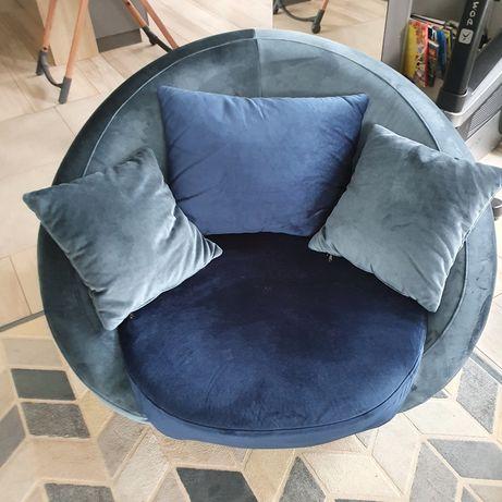 Piękny duży fotel