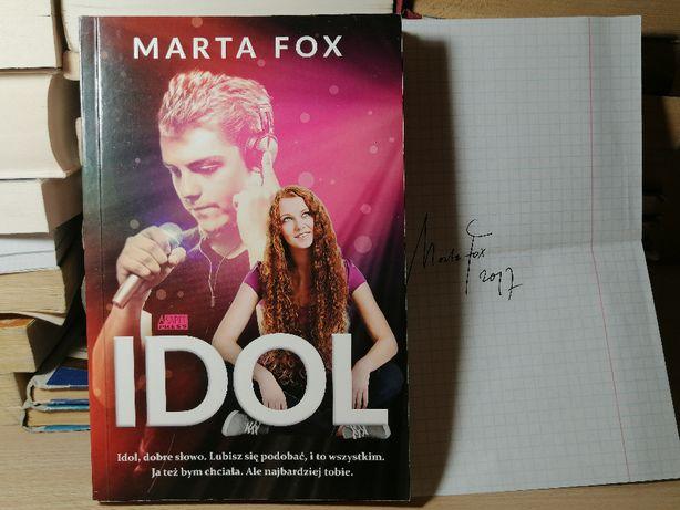 """Książka """"Idol"""" Marta Fox z autografem"""
