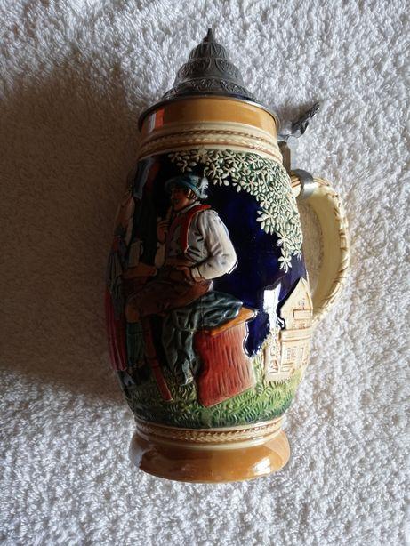 Caneca de cerveja em cerâmica alemã