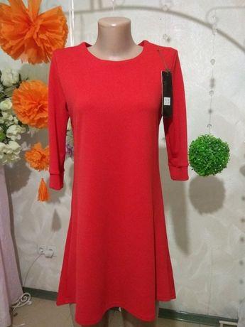 Красивое красное платье 42-44