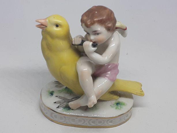 Menino com pássaro em porcelana de Nápoles