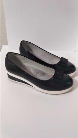 Туфли удобные красивые 36 размер 23 см на танкетке