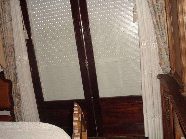 Porta de madeira de 2 abas