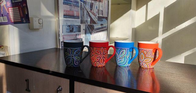 Чашки с ручной точечной росписью