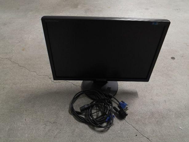 Monitor Samsung 943NW avariado para peças