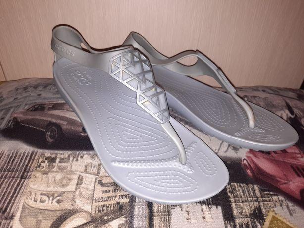 Crocs.Оригинал сша.Серебро.Sexy Flip Flop.р us 10, на ногу 25,5-26 см