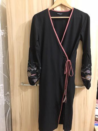 Платье-халат с вышивкой фирма Boohoo