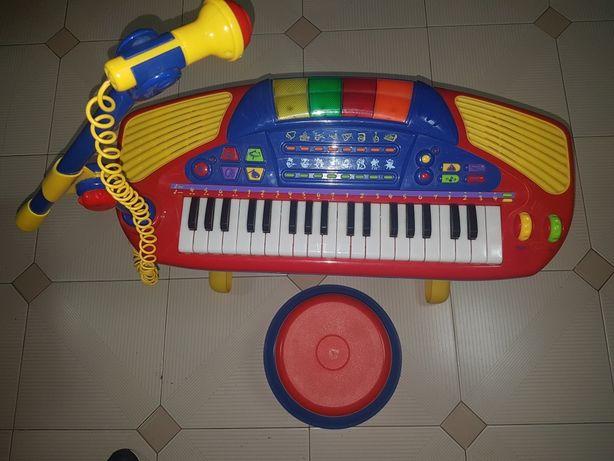 Piano multifuncões