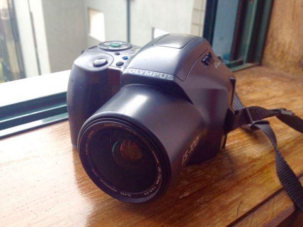Máquina fotográfica Olympus - IS 200
