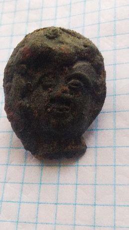 Фрагмент головы женщины