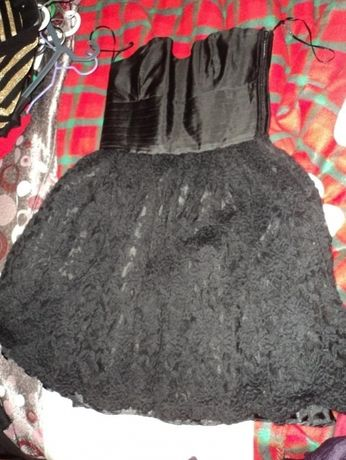 Vestido preto com roda em renda