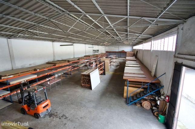 Armazéns em Valadares, Gaia, junto do novo centro logistico