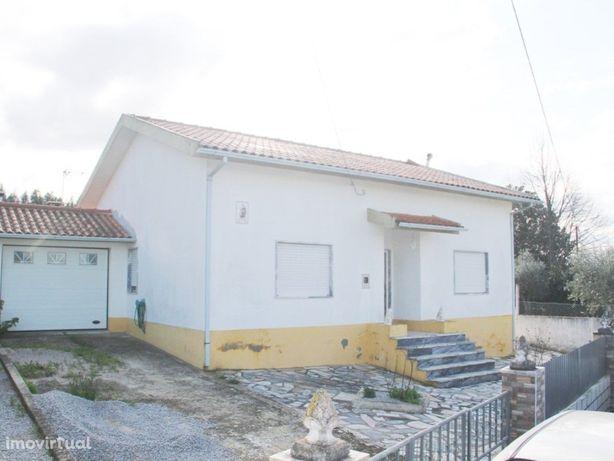 Moradia V2 isolada em Pinheiro de Coja - Tábua