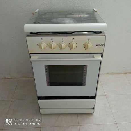 Fogão Junex com forno