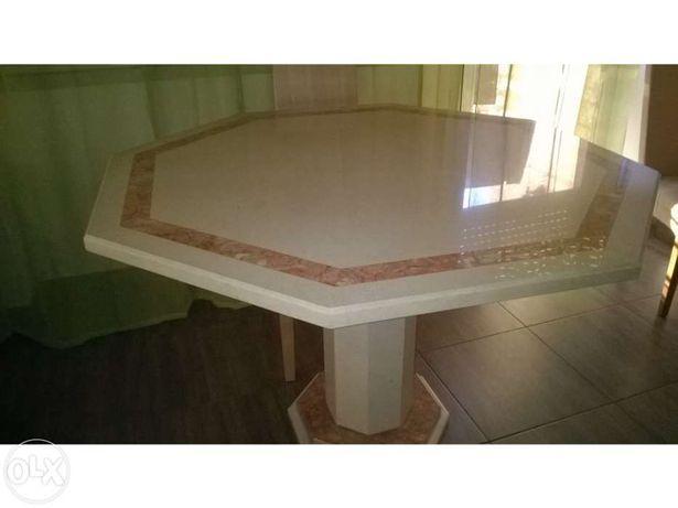 Mesa em mármore grande 8 lugares