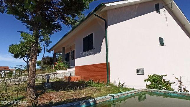 Moradia tradicional isolada, em Póvoa de Lisboa, Beijós.