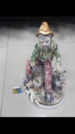 Статуетка фигурка фарфор попрошайка блазень Capodimonte