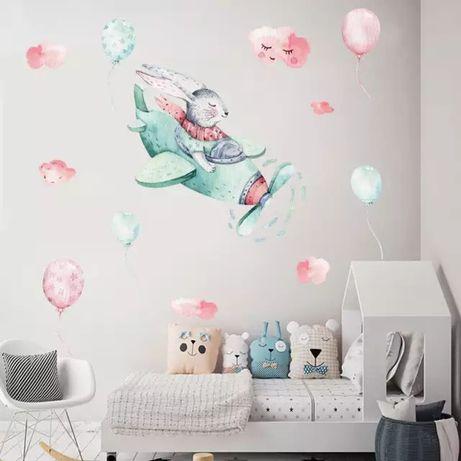 Детская виниловая интерьерная наклейка на стену Зайчик на самолёте