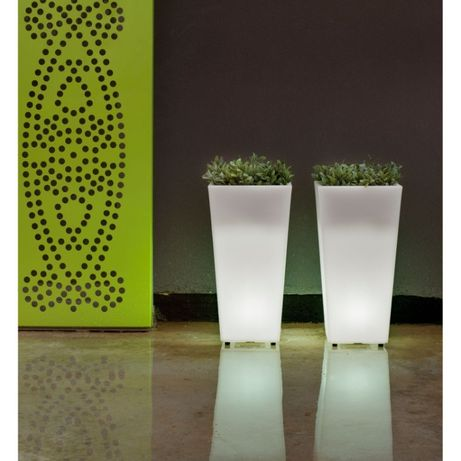Vasos e floreiras com luz