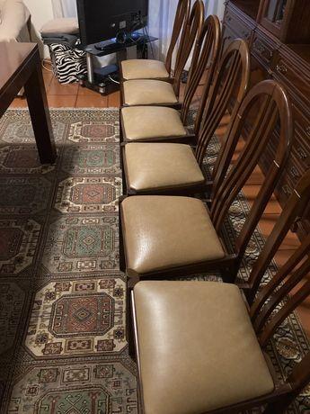 Cadeiras retro em madeira e pele