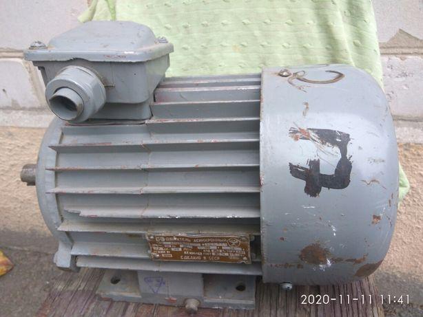 Двигатель асинхронный 4АМХ90L4У3 новый.