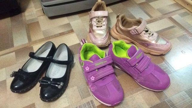 Для девочки: кроссовки, туфли