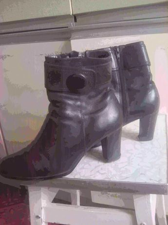 Отдам ботиночки на девочку
