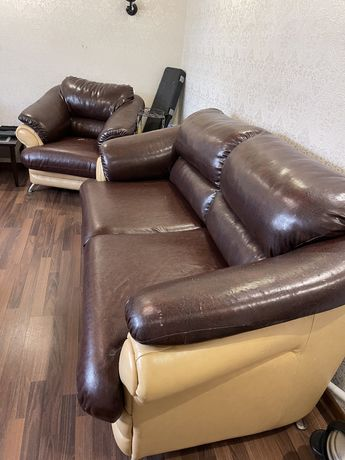 Продам шикарный комплект мягкой мебели
